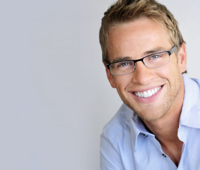 who is the best hialeah dentist for veneers?